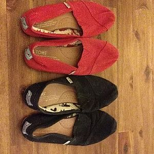 TOMS shoes lot of 2- size 7.